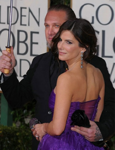 """Chồng Sandra Bullock liên tục bị tố """"ăn chả"""" - 2"""