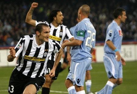 """Dù dẫn trước, Lão bà Juve vẫn bị Napoli """"nhấn chìm"""" - 1"""