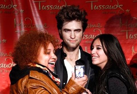 """Ngắm tượng sáp """"ma cà rồng"""" Robert Pattinson - 10"""