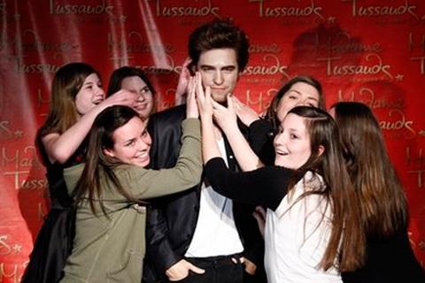 """Ngắm tượng sáp """"ma cà rồng"""" Robert Pattinson - 11"""