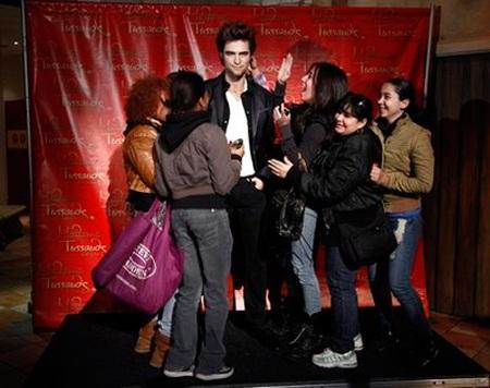 """Ngắm tượng sáp """"ma cà rồng"""" Robert Pattinson - 12"""