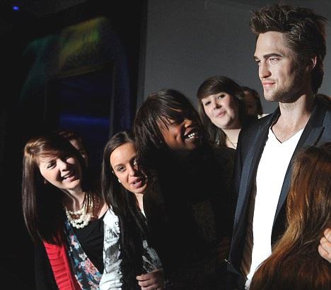 """Ngắm tượng sáp """"ma cà rồng"""" Robert Pattinson - 3"""