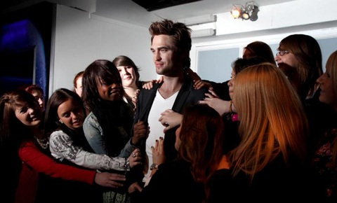 """Ngắm tượng sáp """"ma cà rồng"""" Robert Pattinson - 5"""