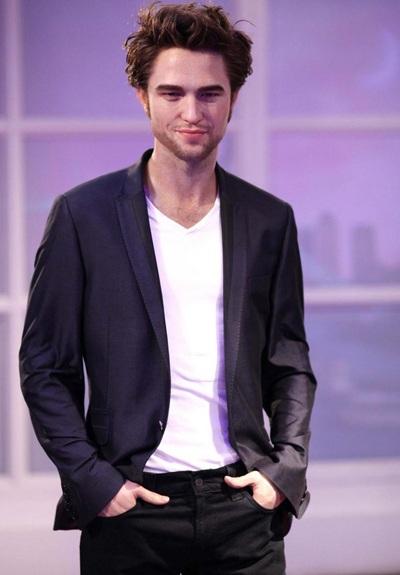 """Ngắm tượng sáp """"ma cà rồng"""" Robert Pattinson - 8"""