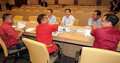 """Thái Lan: Đàm phán giữ Thủ tướng và """"áo đỏ"""" thất bại - 1"""