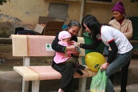 Nữ sinh báo chí thân thiện tại Bệnh viện K  - 2