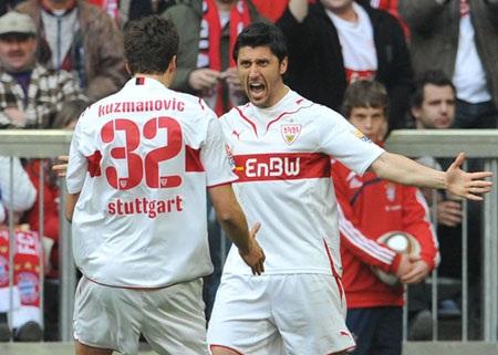 """Bại trận đau đớn, Bayern """"dâng"""" ngôi đầu cho Schalke - 1"""