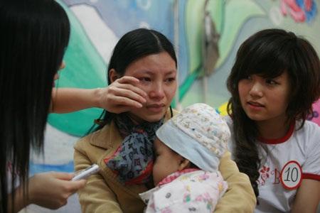 Nữ sinh báo chí thân thiện tại Bệnh viện K  - 1