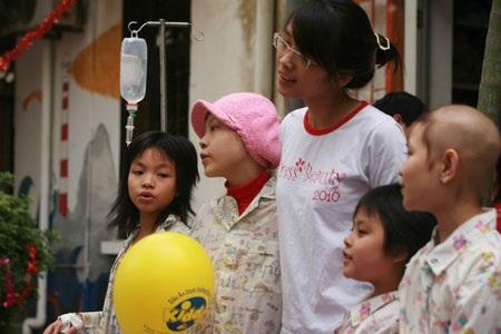 Nữ sinh báo chí thân thiện tại Bệnh viện K  - 14