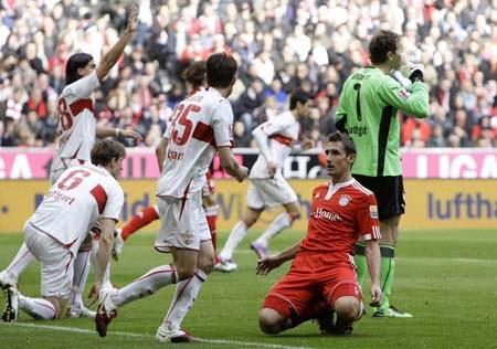 """Bại trận đau đớn, Bayern """"dâng"""" ngôi đầu cho Schalke - 2"""