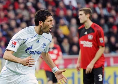 """Bại trận đau đớn, Bayern """"dâng"""" ngôi đầu cho Schalke - 4"""