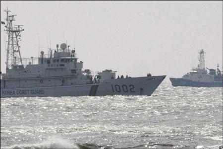 """""""Tàu hải quân Hàn Quốc bị xẻ làm đôi"""" - 2"""