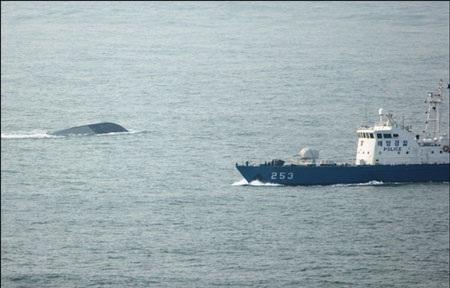 """""""Tàu hải quân Hàn Quốc bị xẻ làm đôi"""" - 1"""