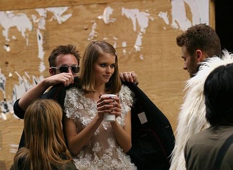 Xem hai siêu mẫu chụp hình cho Chanel - 12