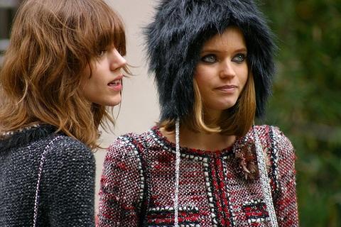 Xem hai siêu mẫu chụp hình cho Chanel - 1