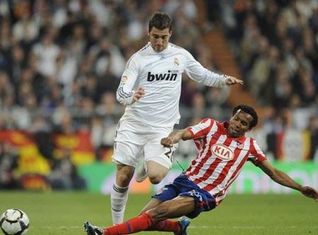 Higuain thi đấu hiệu quả hơn Messi - 1