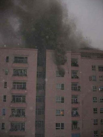 Ngừng sử dụng loại ống thu rác gây cháy chung cư 18 tầng - 1
