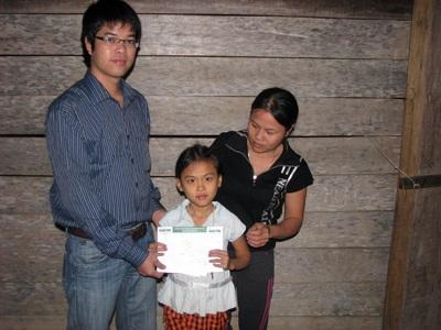 Quà Nhân ái đến với mẹ con chị Nguyễn Thị Duyến - 2