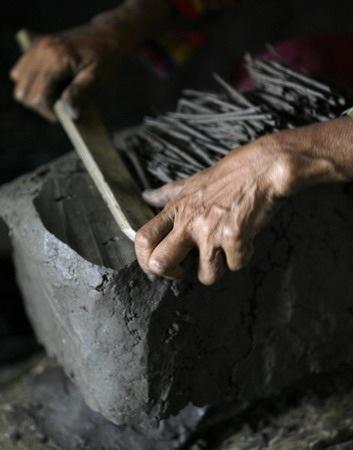 Món bánh làm hoàn toàn bằng đất ở Indonesia - 3