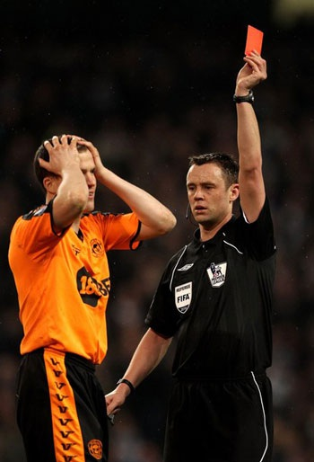 Tevez lập hat-trick giúp Man City khuất phục Wigan - 2