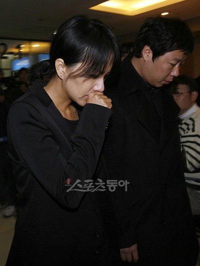 Bạn bè tới tiễn đưa em trai của Choi Ji Shil - 1