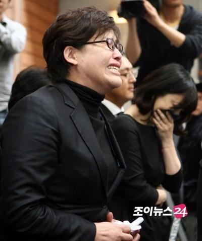 Bạn bè tới tiễn đưa em trai của Choi Ji Shil - 2