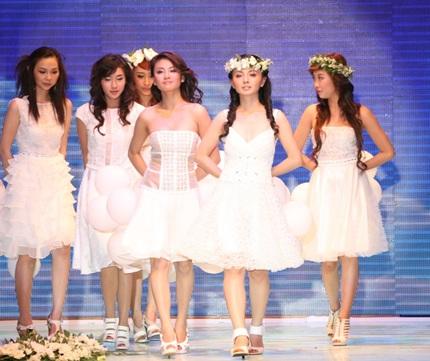 Siêu mẫu Thanh Hằng chính thức lấn sân sang ca hát  - 8