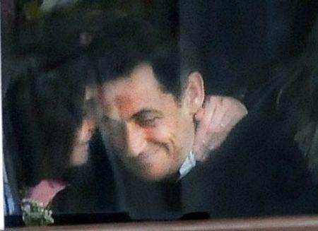 Vợ chồng Tổng thống Pháp dập tin đồn về trục trặc hôn nhân - 4