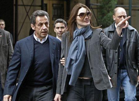 Vợ chồng Tổng thống Pháp dập tin đồn về trục trặc hôn nhân - 1
