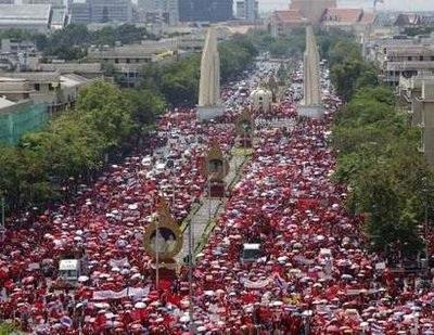 """Thái Lan: """"Áo đỏ"""" gia tăng áp lực, chính phủ thắt chặt an ninh - 1"""