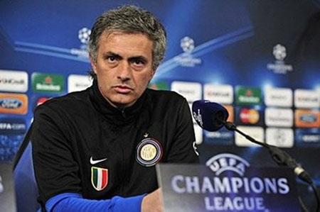 "Mourinho ""vừa đấm, vừa xoa"" CSKA Moscow - 1"