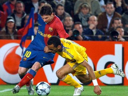 """Các CLB Anh đã """"bắt chết"""" Messi như thế nào? - 2"""