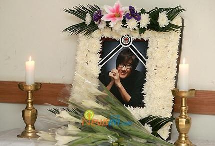 Mẹ của Choi Ji Shil khóc ngất trong tang lễ của con trai - 1