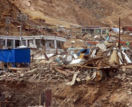 Động đất ở Trung Quốc: Hơn 600 người chết, 10.000 bị thương - 1