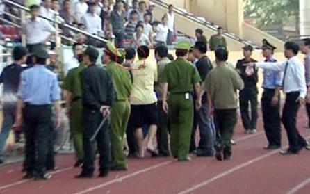 VFF yêu cầu sân Thiên Trường làm rõ vụ hành hung phóng viên - 1