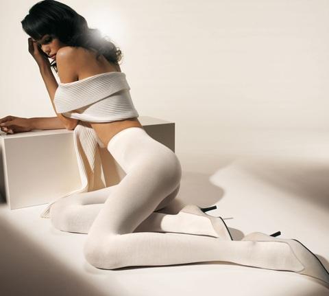 Mia Rosing khoe chân siêu dài trong quảng cáo Wolford  - 3