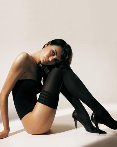 Mia Rosing khoe chân siêu dài trong quảng cáo Wolford  - 6