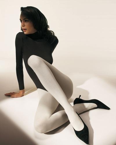 Mia Rosing khoe chân siêu dài trong quảng cáo Wolford  - 8
