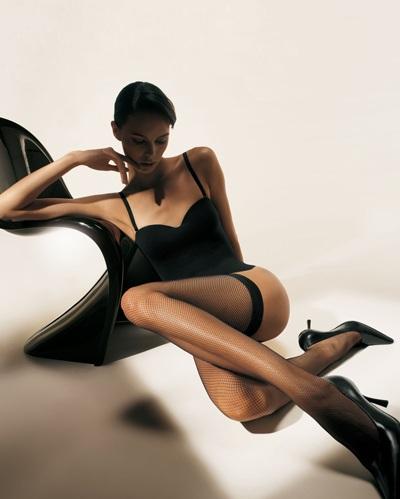 Mia Rosing khoe chân siêu dài trong quảng cáo Wolford  - 9