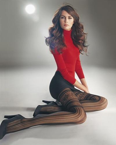 Mia Rosing khoe chân siêu dài trong quảng cáo Wolford  - 12