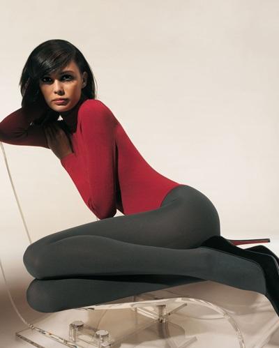 Mia Rosing khoe chân siêu dài trong quảng cáo Wolford  - 13