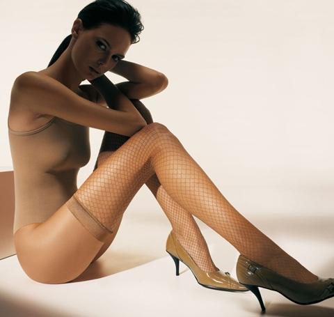 Mia Rosing khoe chân siêu dài trong quảng cáo Wolford  - 15