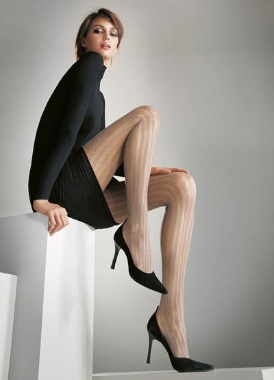 Mia Rosing khoe chân siêu dài trong quảng cáo Wolford  - 17