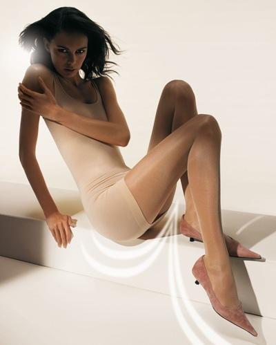 Mia Rosing khoe chân siêu dài trong quảng cáo Wolford  - 22