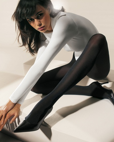 Mia Rosing khoe chân siêu dài trong quảng cáo Wolford  - 24