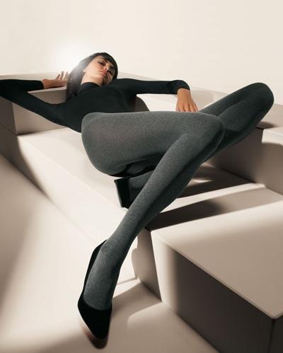 Mia Rosing khoe chân siêu dài trong quảng cáo Wolford  - 2