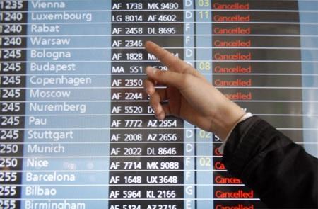 Hàng không châu Âu tiếp tục khốn đốn vì tro bụi - 2
