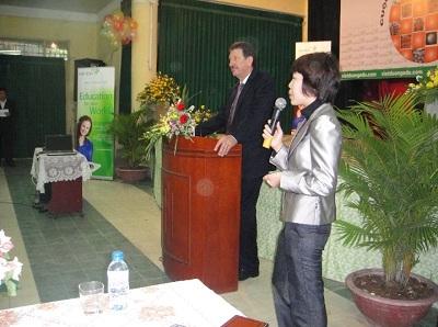 """""""Anh tài hội ngộ"""" tại vòng chung kết cuộc thi """"Hùng biện Tiếng Anh"""" tại Trường THPT Việt Đức - 1"""