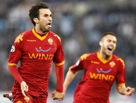 Thắng nghẹt thở Lazio, AS Roma nắm lại ngôi đầu - 3