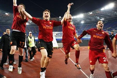 Thắng nghẹt thở Lazio, AS Roma nắm lại ngôi đầu - 4